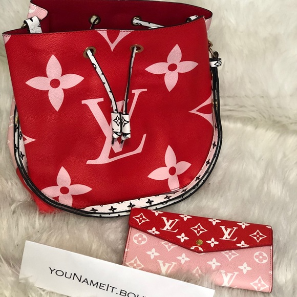 Handbags - Amazing Purse With Matching Wallet!